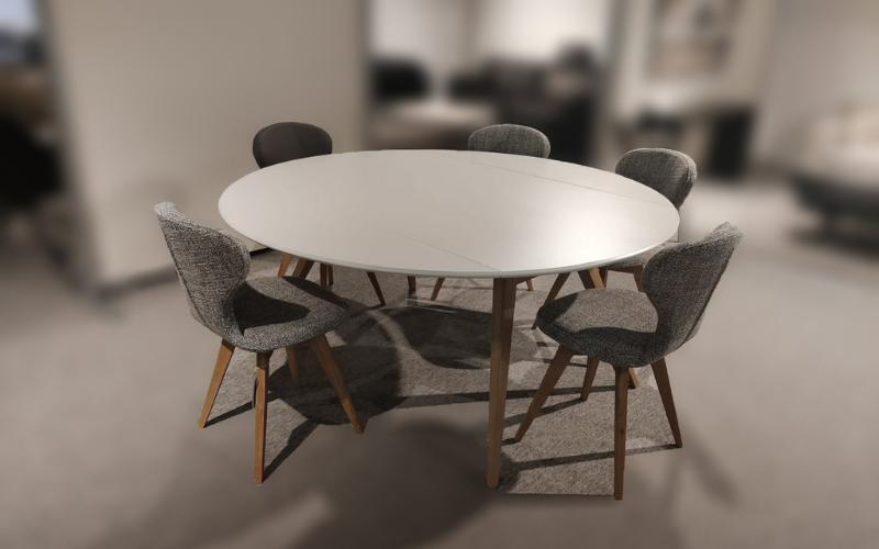 Tafel uittrekbaar (excl. stoelen)
