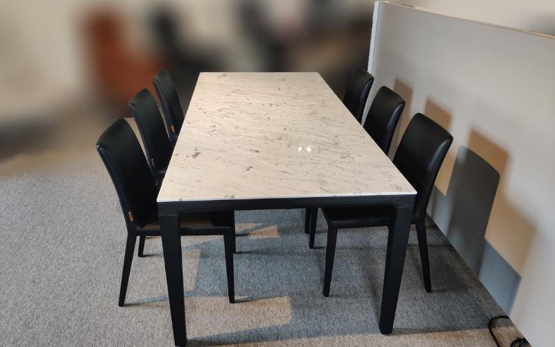 Tafel en 6 stoelen Durlet
