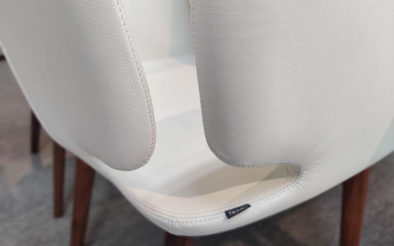 Tafel verlengbaar en 6 stoelen